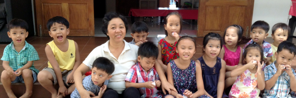 Mai Nha welcomes Mrs Lan as mother of the 9 boys